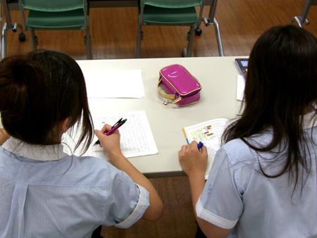 こちらの高校生は社会のテスト勉強です。 : 中学一年生 数学 : 一年生